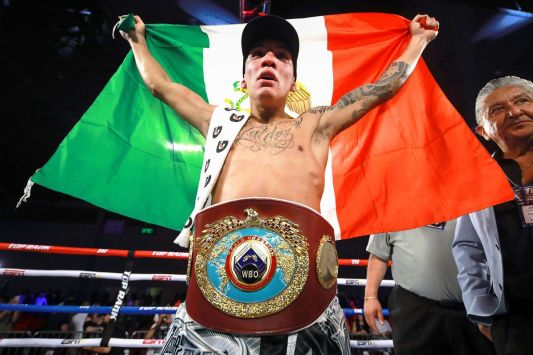 Oscar_Valdez_Mexican_flag_champion.5